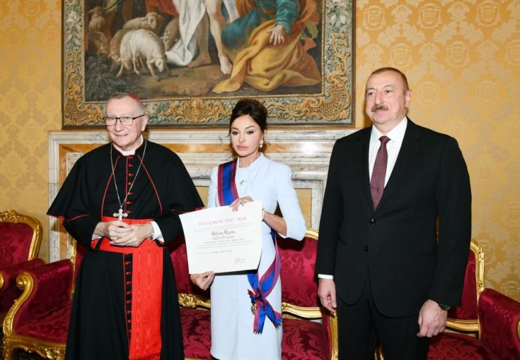 Mehriban Əliyeva Vatikanda Papa Cəngavər Ordeninə layiq görüldü  - FOTOLAR
