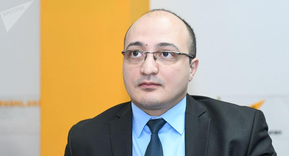 Bakı Politoloqlar Klubunun sədri Zaur Məmmədov ile ilgili görsel sonucu